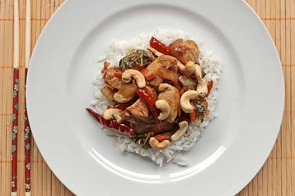 spicy garlic cashew chicken recipe yummly spicy cashew chicken stir ...