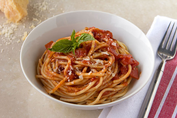 Spaghetti With Garlic-Basil Tomato Sauce