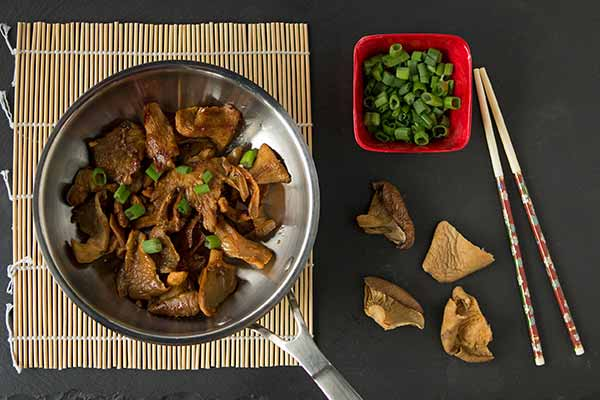 Stir-fried Oyster Mushrooms with Garlic