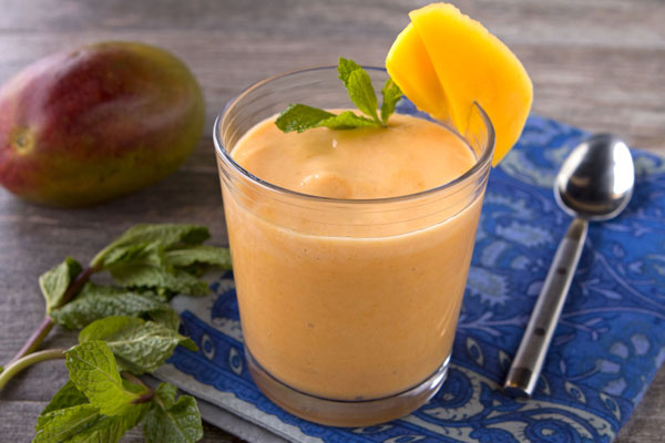 Creamy Mango Carrot Smoothie